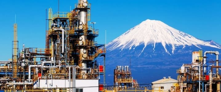 Japanese oil refiners have temporarily halted Iranian oil loadings ahead of U.S. sanctions and are buying alternatives as it remains unclear whether Japan will receive an exemption, the head of the country's refinery association said on Thursday.