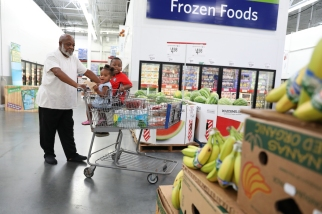 Samuel George and his grandchildren Jonathan George, 3, and Alayah George, 1, shop at Sam's Club in St. Petersburg, Fla., on Wednesday August 16, 2017. Sharon Steinmann/The Penny Hoarder