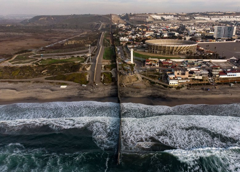 TOPSHOT-MEXICO-US-BORDER-WALL