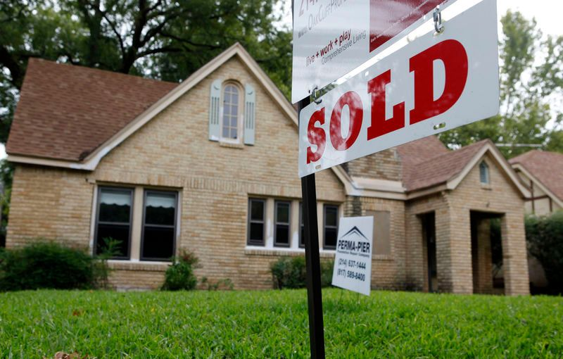 U.S. home sales tumbled to their lowest level in three years in December and house price increases slowedsharply